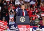 Mỹ dịch nguy hiểm, ông Trump vẫn tiếp tục vận động tranh cử