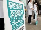 COVID-19 Hàn Quốc: Bác sĩ tiếp tục đình công dù nhiễm mới tăng