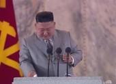 Ông Kim rơi nước mắt tại lễ duyệt binh: 'Tôi thật sự xin lỗi'