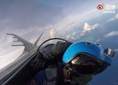Ảnh: Phi công Trung Quốc phóng tên lửa rầm rộ tại Biển Đông