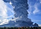 Ảnh: Núi lửa Sinabung phun ra đám mây tro bụi cao 5.000 m