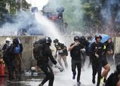 Cảnh sát Thái dùng vòi rồng chặn đám đông xông vào quốc hội