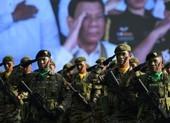 Đội cận vệ của ông Duterte tiêm vaccine COVID-19 chưa cấp phép