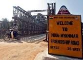 Người Myanmar tiếp tục trốn sang Ấn Độ, 8 cảnh sát bị bắt lại