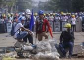 Hàng trăm người Myanmar, có cả cảnh sát, vượt biên sang Ấn Độ