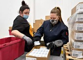 COVID-19: Hồi hộp cuộc đua vaccine với biến thể virus
