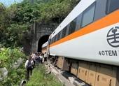 Đài Loan: Tàu hỏa chở 350 người gặp nạn, ít nhất 48 người chết
