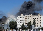 Israel đánh sập tòa nhà 12 tầng của truyền thông quốc tế
