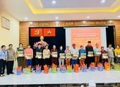 Báo Pháp Luật TP.HCM chung tay tặng quà tết cho người nghèo