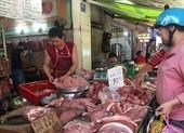 Giá heo hơi giảm nhẹ, giá bán lẻ thịt heo vẫn tăng