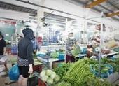 Bố trí vách ngăn, màn ngăn trong suốt tại chợ để chống dịch