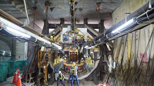 Cận cảnh bên trong đường hầm tuyến Metro đầu tiên của TPHCM - Ảnh 3.