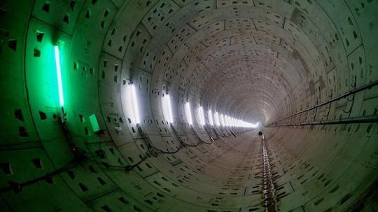 Cận cảnh bên trong đường hầm tuyến Metro đầu tiên của TPHCM - Ảnh 7.