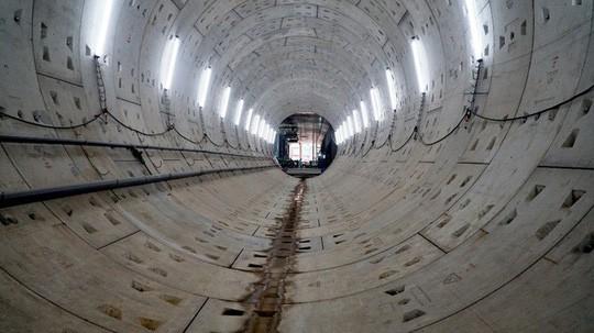Cận cảnh bên trong đường hầm tuyến Metro đầu tiên của TPHCM - Ảnh 8.