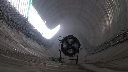 Cận cảnh bên trong đường hầm tuyến Metro đầu tiên của TPHCM - Ảnh 9.