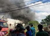 Xưởng phế liệu hàng trăm mét vuông ở Bình Chánh phát hỏa