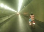 Người phụ nữ liều lĩnh chạy xe máy vào hầm Hải Vân
