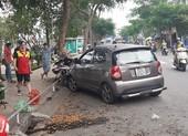 Ô tô tông nhiều xe máy ở Bình Thạnh, 2 người bị thương