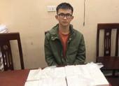 Thưởng 'nóng' vụ bắt thanh niên đeo kính ôm 12 bánh heroin