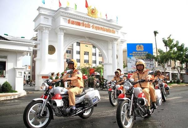 Công an TP Cần Thơ ra quân cao điểm đảm bảo TTATGT – TTXH trên địa bàn thành phố sáng 16-8. Ảnh GT