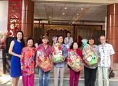 NSƯT Trịnh Kim Chi trao quà Tết tại Khu dưỡng lão nghệ sĩ