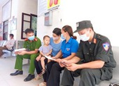 Bộ trưởng Y tế tặng bằng khen 2 công an hiến máu cứu trẻ trong vùng dịch
