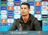Hành động cực sốc khiến tất cả kinh ngạc của Ronaldo