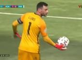 Pháp thoát thua nhờ cú phát bóng thần sầu của thủ môn Lloris