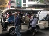 Tuyến xe điện bờ hồ Hoàn Kiếm thu hút khách nước ngoài