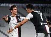 HLV Allegri đặt cược vào ngọc quý Dybala hơn là Ronaldo