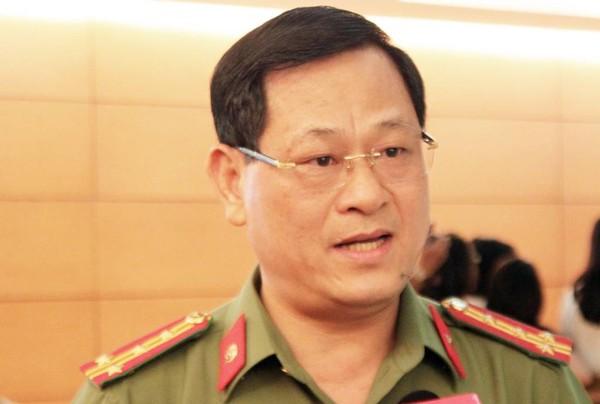 Đại biểu Nguyễn Hữu Cầu (Nghệ An) đề nghị quy định rõ hơn những trường hợp nổ súng mà không cần cảnh báo. Ảnh: CHÂN LUẬN