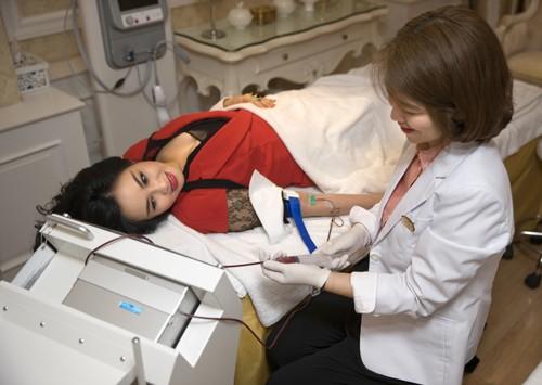 Do thường xuyên làm việc với cường độ, áp lực cao, luôn phải di chuyển nhiều nên diva Thanh Lam thường xuyên thấy cơ thể mệt mỏi, nhan sắc kém tươi. Để khắc phục điều này nữ ca sĩ đã chọn phương pháp