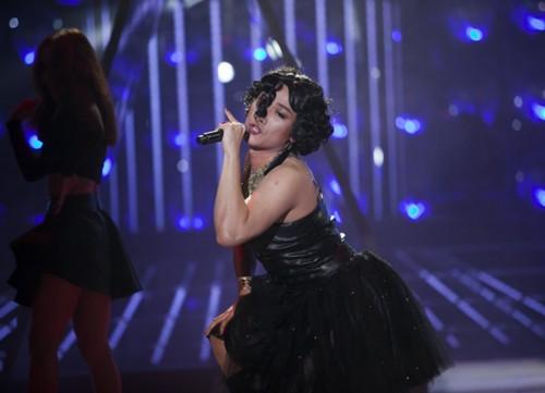 'Rihanna' phiên bản bắt chước đời đầu, Chí Thiện, bất ngờ xuất hiện trong chương trình.