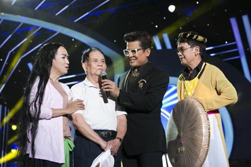 Sau tiết mục song ca với nhạc sĩ Đức Huy, trong vai nghệ sĩ Thúy Cải, bài hát 'Qua cầu gió bay', Minh Thuận