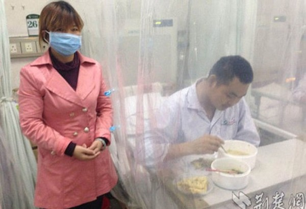 Her son eats lunch in a hospital