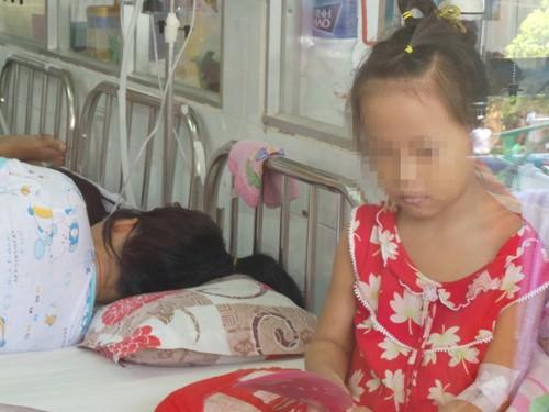 Bé Tiên đang còn được theo dõi điều trị tại Bệnh viện Nhi đồng 1.