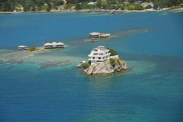 This house has 6 rooms, each with private bath and balcony. It's located on top of a reef, meaning there would be plenty of fish to eat.