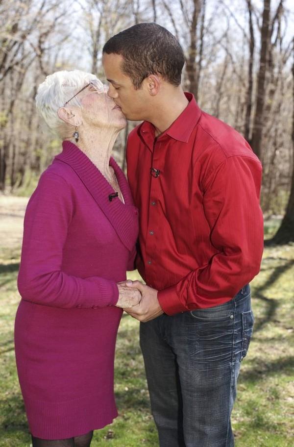 Sốc: Chàng phi công 31 tuổi yêu bà già 91 tuổi 4