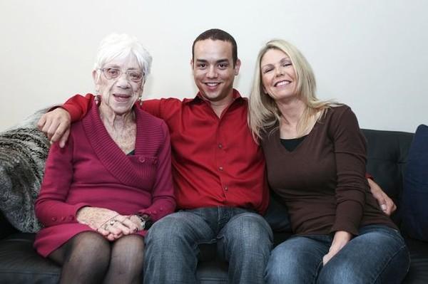 Sốc: Chàng phi công 31 tuổi yêu bà già 91 tuổi 3