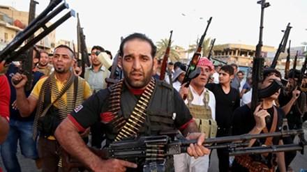 Một nhóm người Shia chuẩn bị giao chiến với nhóm phiến quân ISIS