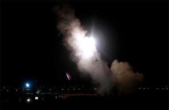 hệ thống Vòm sắt của Israel đã bắn hạ một rốc-két bắn vào thủ đô thương mại Tel Aviv. Ảnh: Reuters