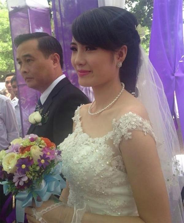 Vốn là người kín tiếng, lễ cưới của Khánh Chi không được công bố rộng rãi mà chỉ mời người thân và bạn bè thân thiết.