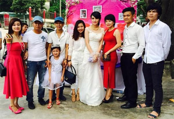 Công Vinh đã không về kịp để dự lễ cưới của em gái