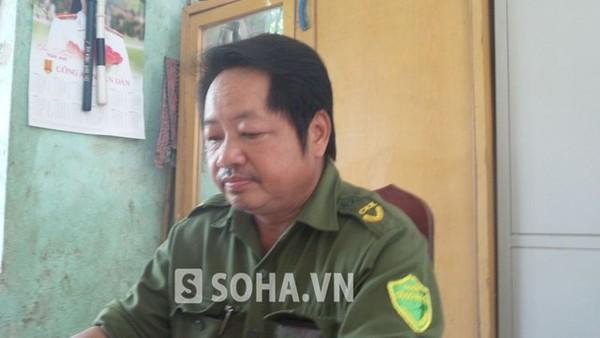 Ông Bùi Văn Rính, Trưởng Công an xã Sào Báy trao đổi với PV.