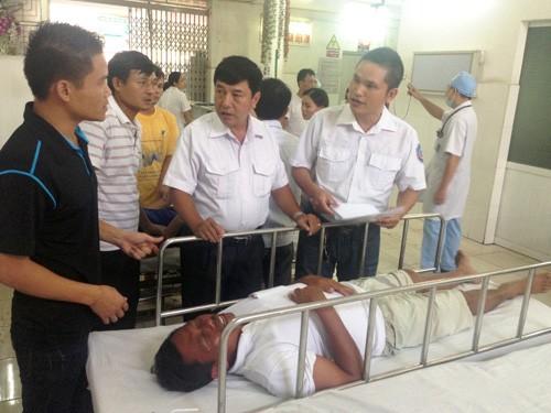 Thuyền trưởng Khúc Trí Sáng lúc được đưa đến Bệnh viện Việt - Tiệp cấp cứu
