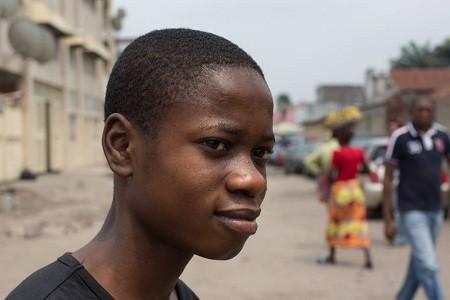 """""""Cháu muốn tìm ra cách chữa bệnh Ebola"""". (Ảnh chụp tại thành phố Kinshasa, Congo)."""