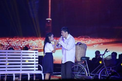Lam Trường bước lên sân khấu với vai người bán bánh mỳ, vợ qua đời từ sớm, phải ngày ngày đi rao trên phố mong cho cô con gái Thiên Nhâm có tương lai tươi sáng. Với ca khúc