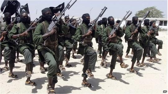 Các tay súng Al-Shabab của Somali. Ảnh: AP