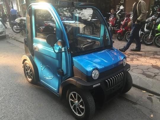 Ô tô điện 2 chỗ xuất hiện gần đây ở Hà Nội