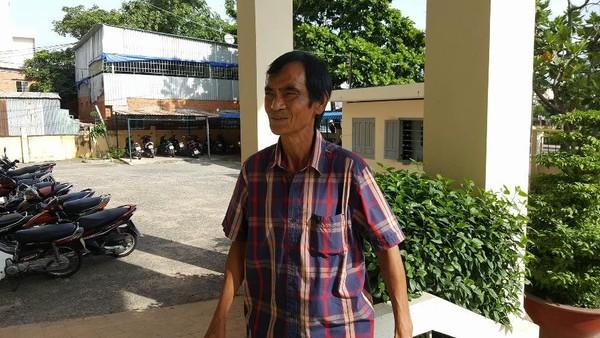 ông Huỳnh Văn Nén đến tòa trong tâm trạng khá vui vẻ